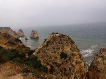 Praia do Camilo em um dia nublado